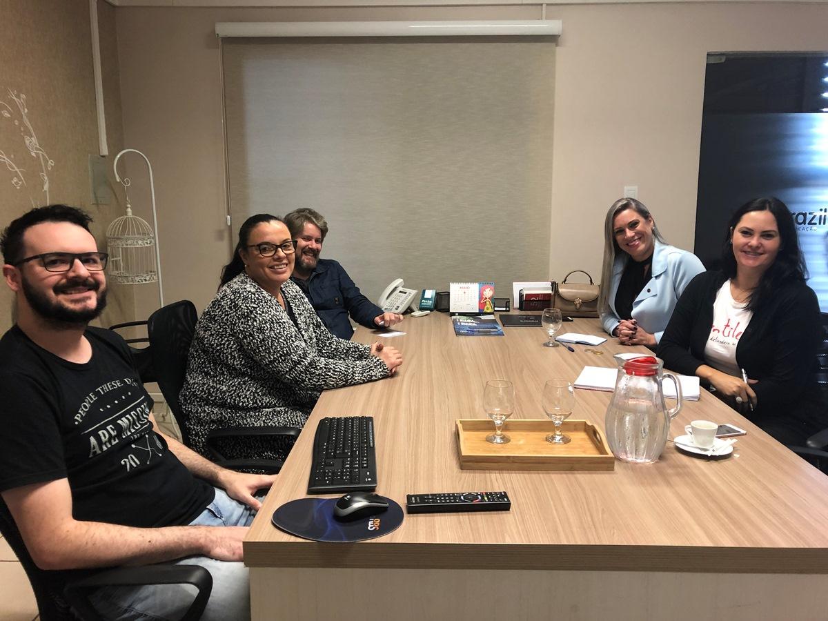 Equipe da Vox e do SBT discutem propostas comerciais para os clientes da agência